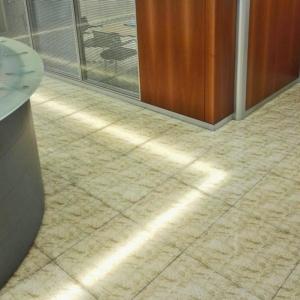 Pavimenti in vetro e ceramica laminata
