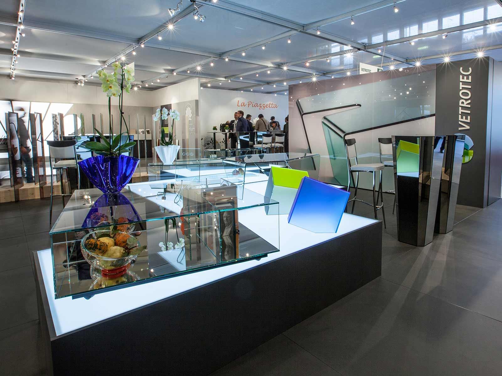 Arredamento in vetro, Vetrotec azienda per complementi d'arredo in vetro