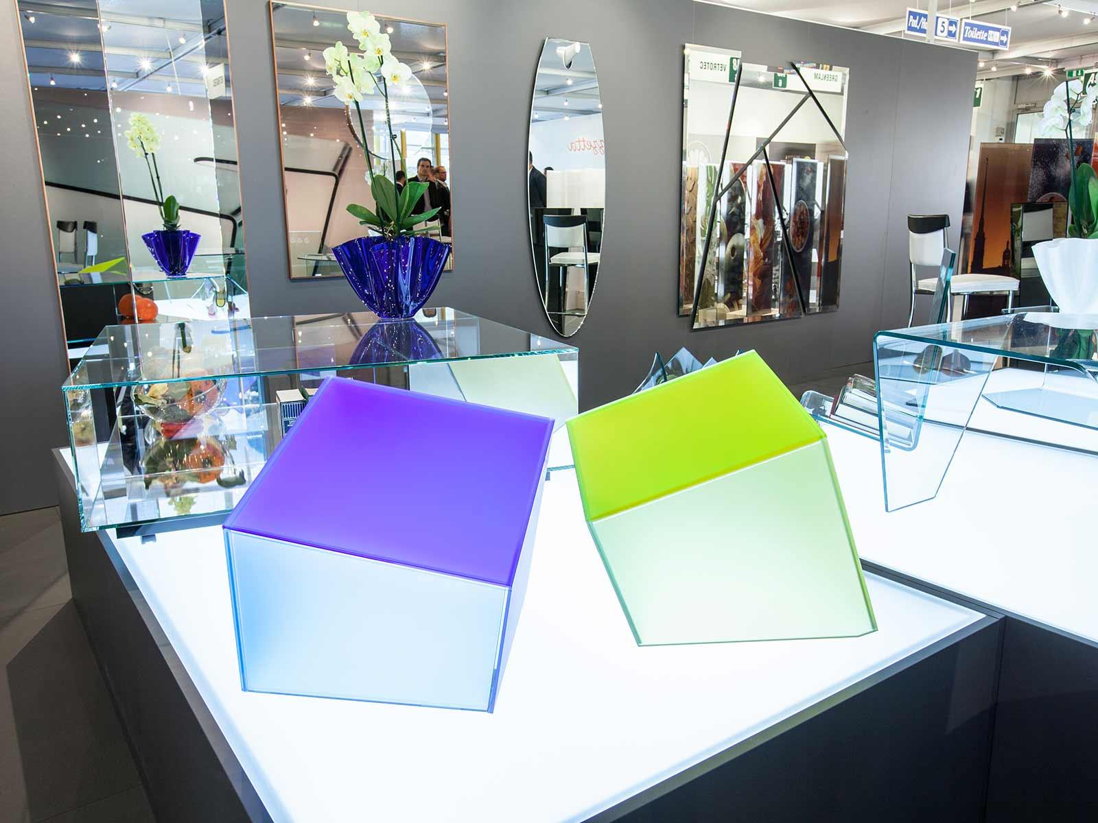 Complementi d'arredo in vetro, Vetrotec fabbrica lavorazione del vetro
