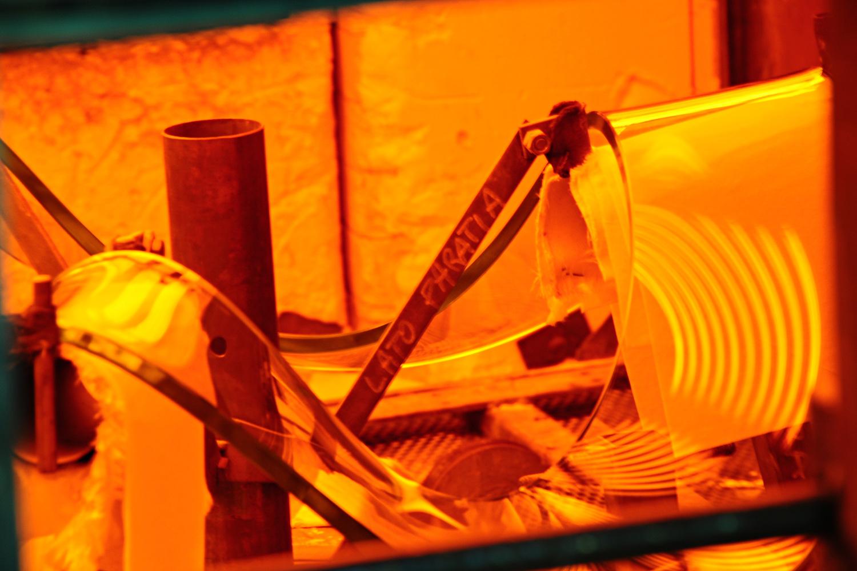 Produzione Artigianale Del Vetro.Curvatura Del Vetro Vetrotec Lavorazioni In Vetro Per Arredo